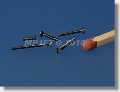 Steel Countersunk head screw M1,2x8